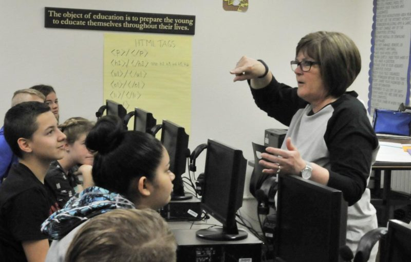Crackin' the code: Declo students learn computer programming